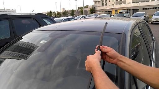 Как заменить автомобильные дворники?