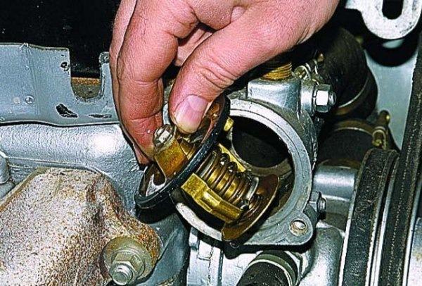 В вашей машине не работает отопление? Причиной тому может быть выход из строя термостата