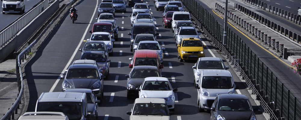 Почему автомобиль дергается при разгоне и как устранить эту неисправность?